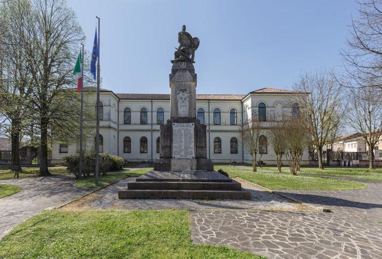 Monumento ai Caduti di Ficarolo e celebrazioni a 25 aprile a ficarolo