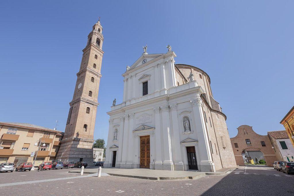 Fronte della chiesa.